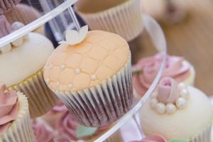 Vintage Lace Pearls Yurt Garden Village Wedding Pink Pretty Classic Verdigris Event Design Styling Decorations Design Cake Cupcake Rose