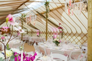 verdigris_yurt-wedding_pink-lace-pearls_tables-setting-design