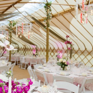 verdigris_yurt-wedding_pink-lace-pearls_tables-setting-design